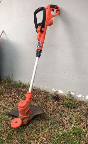 Black and Decker Weed wacker for Sale in Miami, FL