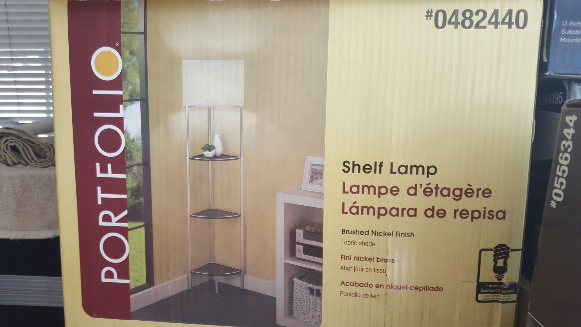 Hermosa lámpara nueva de piso