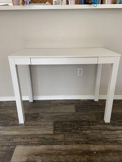 White Desk Thumbnail