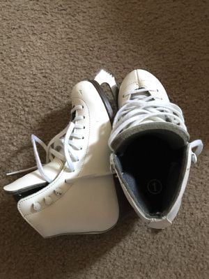 Riedell girl size 1 skates set for Sale in Frederick, MD