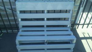 Bes /bench and bbq grill for Sale in Los Angeles, CA