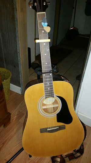 Silverstone acoustic guitar w/ stand for Sale in Montverde, FL