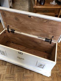 Vintage white cedar chest 40 by 19 pick up la Mesa Thumbnail