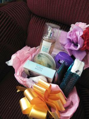 Ladies beauty basket 10.00 for Sale in Bakersfield, CA