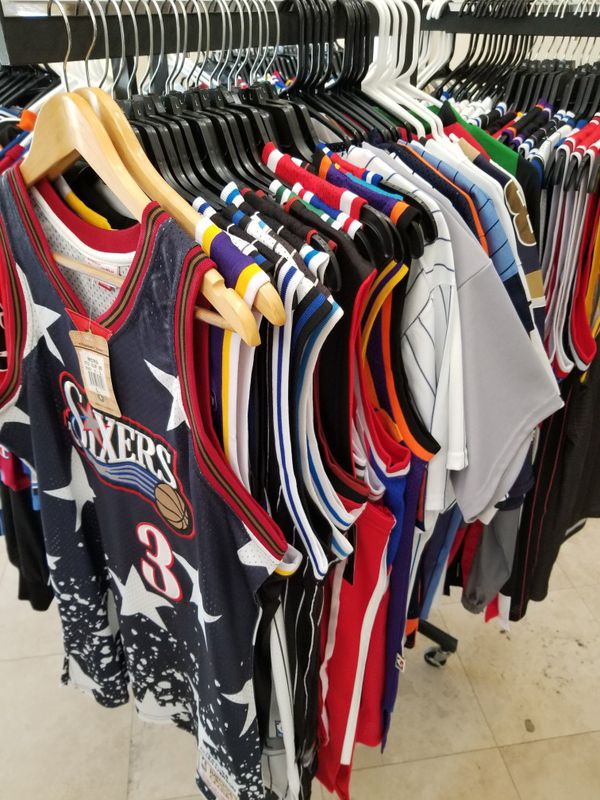 NBA MLB AND NFL THROWBACK JERSEYS SIZE LARGE for Sale in Fort ... 4aff5b601