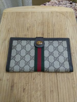 c4a35d6f742b New and Used Gucci wallet for Sale in Snohomish, WA - OfferUp