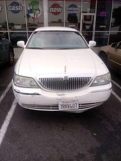 2004 Lincoln Town Car Thumbnail