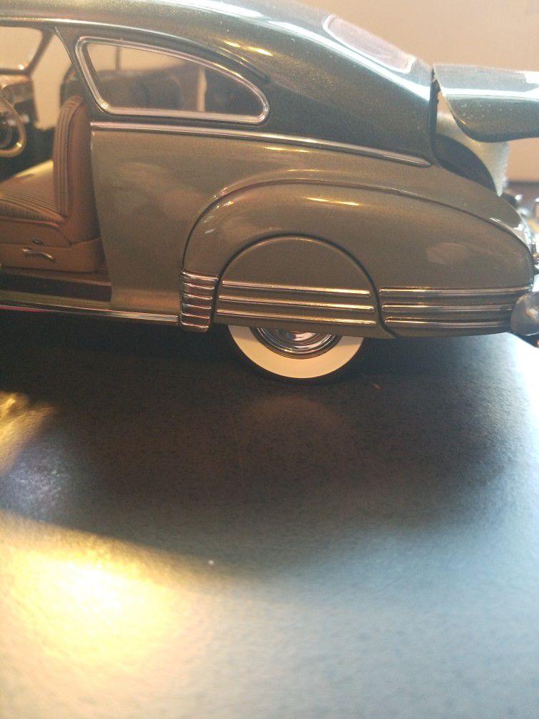 Danbury Mint 1/24 Scale 1948 Fleetline Aerosedan