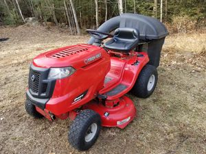 Photo Troy-Bilt Pony Riding Lawnmower with Bagger