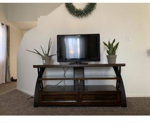 Tv console Thumbnail