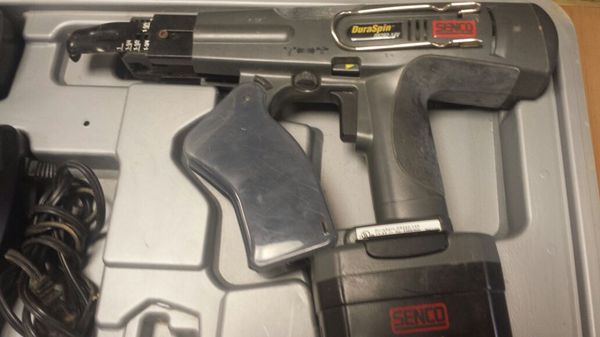 Senco ds202 14 volt screw gun with 2 batteries and charger to for Sale in  Columbus, OH - OfferUp