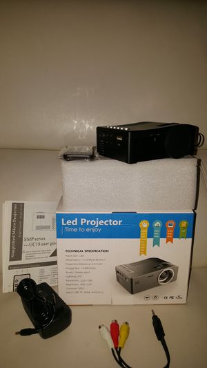 Mini projector high resolutoon for Sale in Falls Church, VA