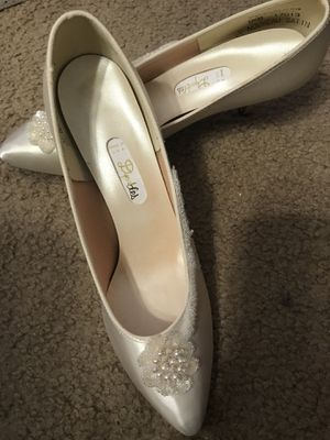 Never worn Wedding Shoe Size 9 1/2 for Sale in Columbus, OH