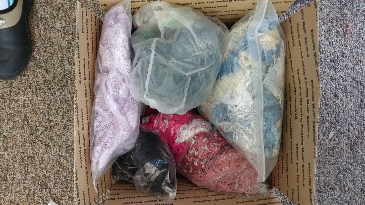 Box of new lace of various colors