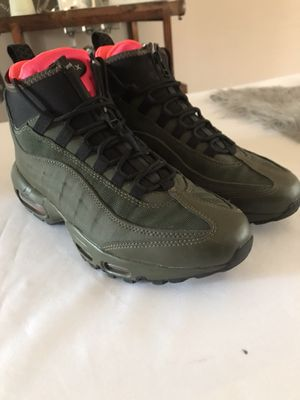 AirMax 95 Sneaker Boot Green Size 7.5 Mens for Sale in Chicago, IL