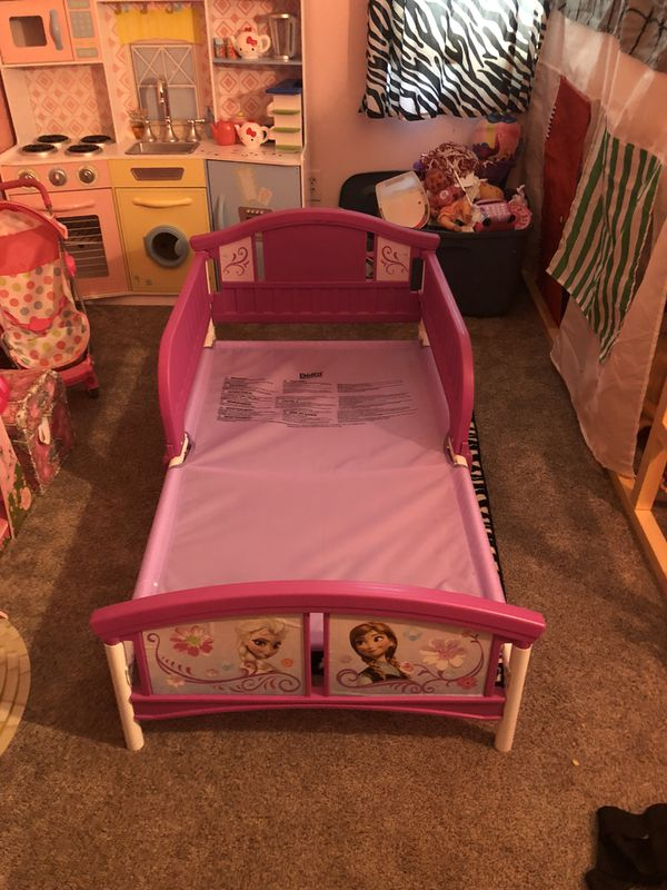 Frozen toddler bed for Sale in Worthington, OH - OfferUp