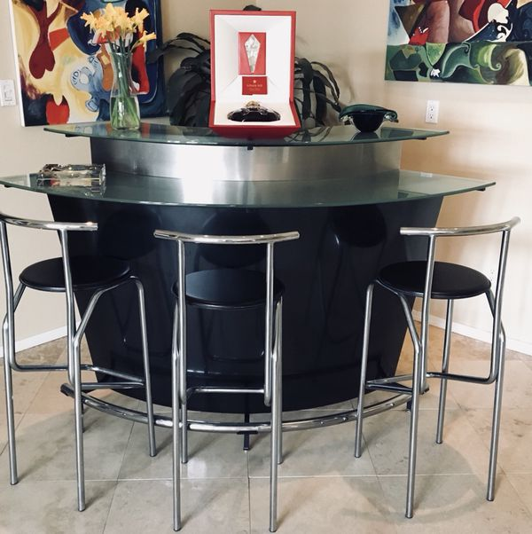 Modern Bar From Tema Like New Condition 5 9 Across 3 10 High Furniture In Albuquerque Nm Offerup
