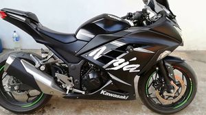 2017 KAWASAKI NINJA 300cc ABS WINTER EDITION for Sale in Phoenix, AZ