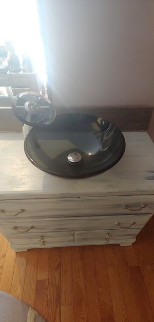 Photo Vessel sink and faucet
