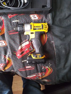 Photo New dewalt 12 v max drill and battery