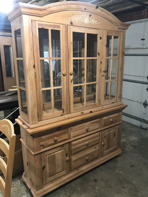 Broyhill Dining Room Hutch And Table Set For Sale In