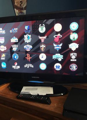 32 inch Samsung with remote for Sale in Cleveland, OH