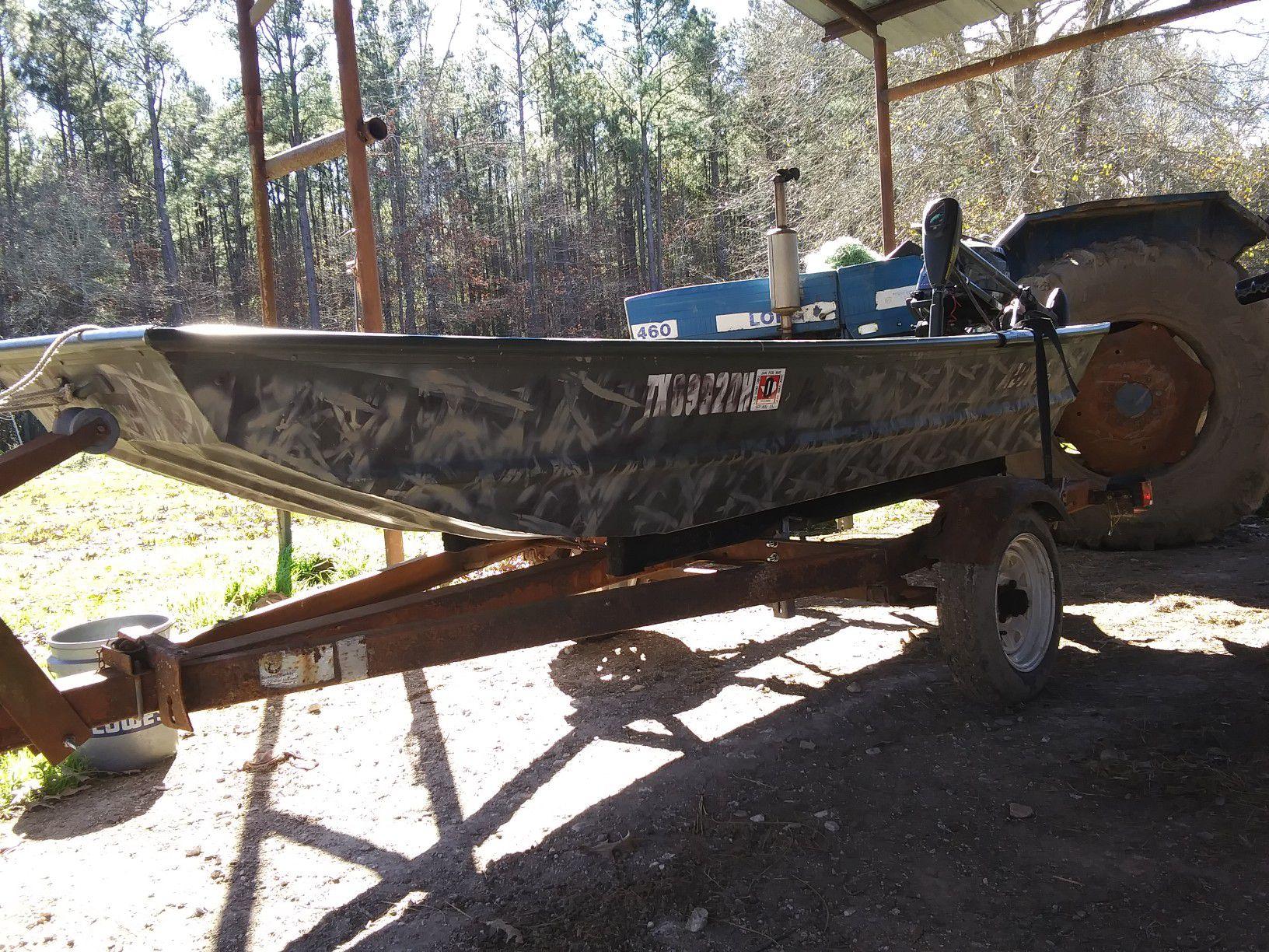 Photo 10ft alumacraft jon boat with 2.5 outboard moror