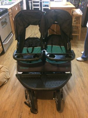 Photo Double Baby Stroller located in Seguin Tx excellent condition