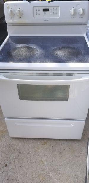 White Kenmore glasstop stove for Sale in Orlando, FL