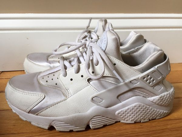 d777e8f9a110 NIKE AIR HUARACHE Women s Size 9.5 ~ White for Sale in Coram