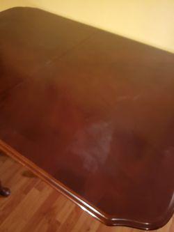 Meza con sus 6 sillas Thumbnail