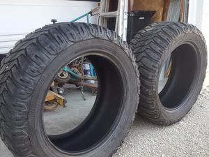 2 33/12.5/20 cooper discovery sst tires for Sale in St Louis, MO