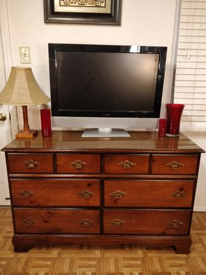 """Nice solid wood dresser with drawers in good condition, all drawers sliding smoothly. L50""""*W18""""*H31.2"""" for Sale in Annandale, VA"""