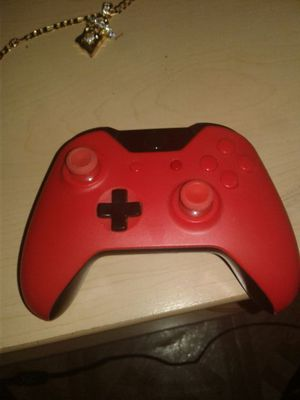 Custom bred Xbox one remote for Sale in Detroit, MI