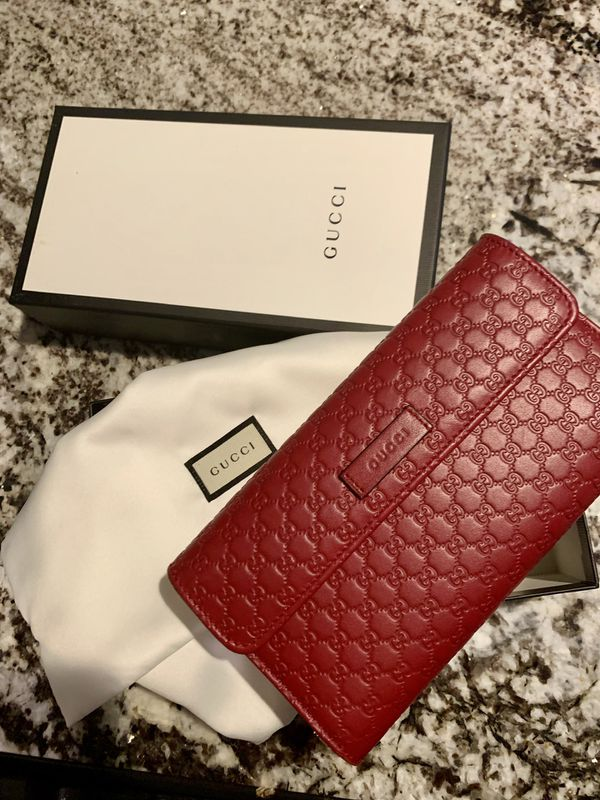 692d136c6ea3 Gucci Women's Red Wallet for Sale in Los Angeles, CA - OfferUp