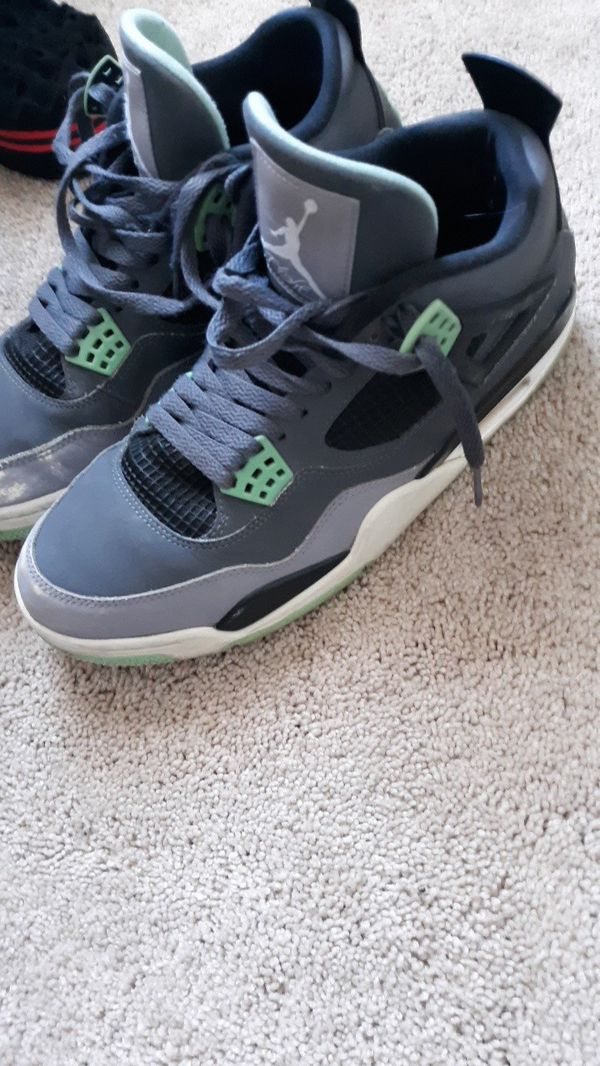 cheap for discount bc9c8 9bc84 Glow green retro 4s for Sale in Elgin, IL - OfferUp