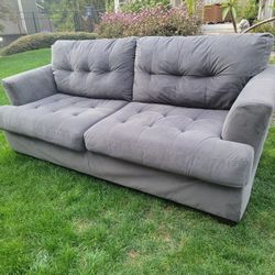 Comfortable Clean COUCH Thumbnail