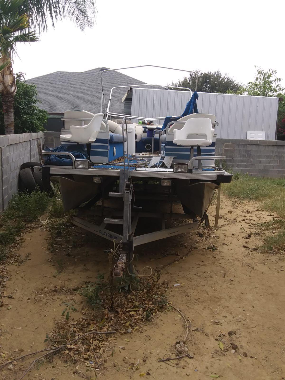 Photo Pantoon boat