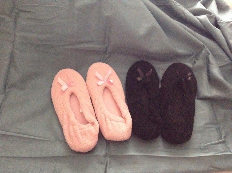 Ladies new slippers size 5