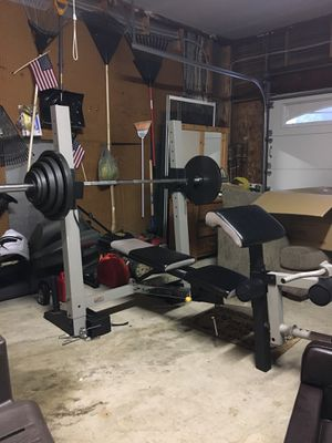 CHRISTMAS IS HERE! Gold's Gym Pro Series Bench & Weights for Sale in Woodbridge, VA
