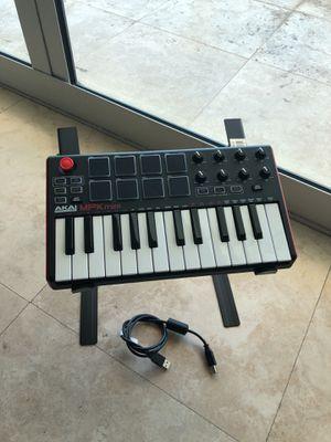 Akai Professional MPK Mini/ Music Keyboard / Piano for Sale in North Miami Beach, FL