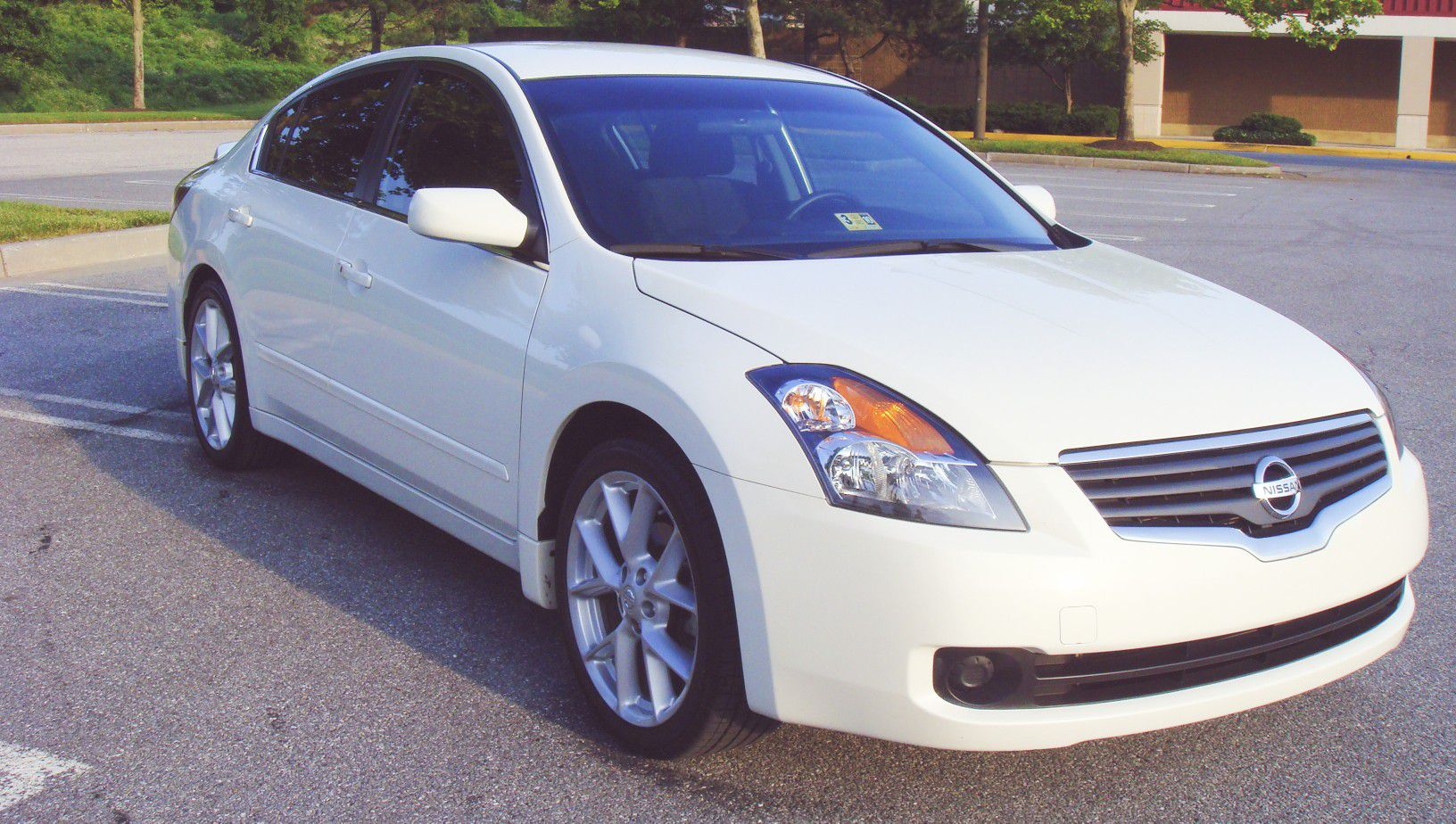 CLASSY White 2007 Nissan Altimas **WE RESPECT SOCIAL DISTANCING**