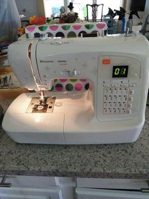 Husqvarna Viking H Class 100Q sewing machine and rolling case for Sale in Oviedo, FL