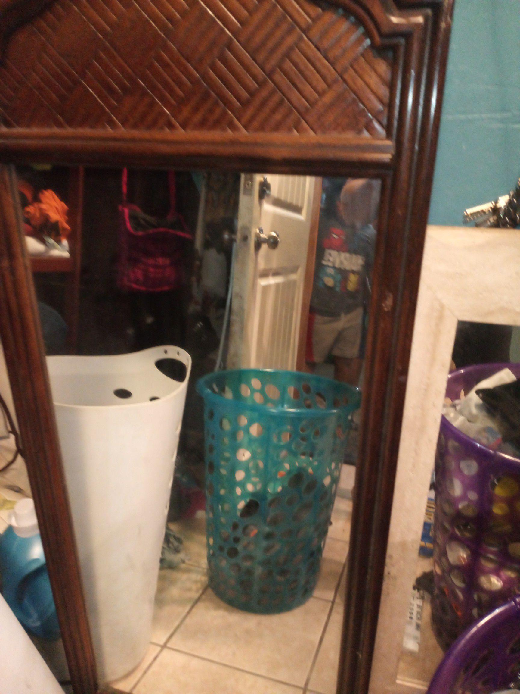 Vendo dos espejos pido por ellos $50 por los dos