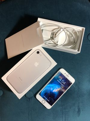 iPhone 7 Silver 32GB Unlocked for Sale in Sterling, VA