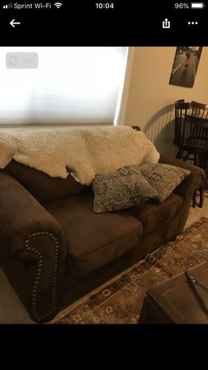 Very clean love seat for Sale in Puyallup, WA