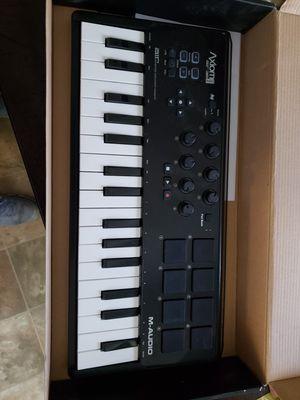 M-Audio Axiom AIR Mini 32 USB MIDI Keyboard 8 Drum Pads Knobs for Sale in Tampa, FL