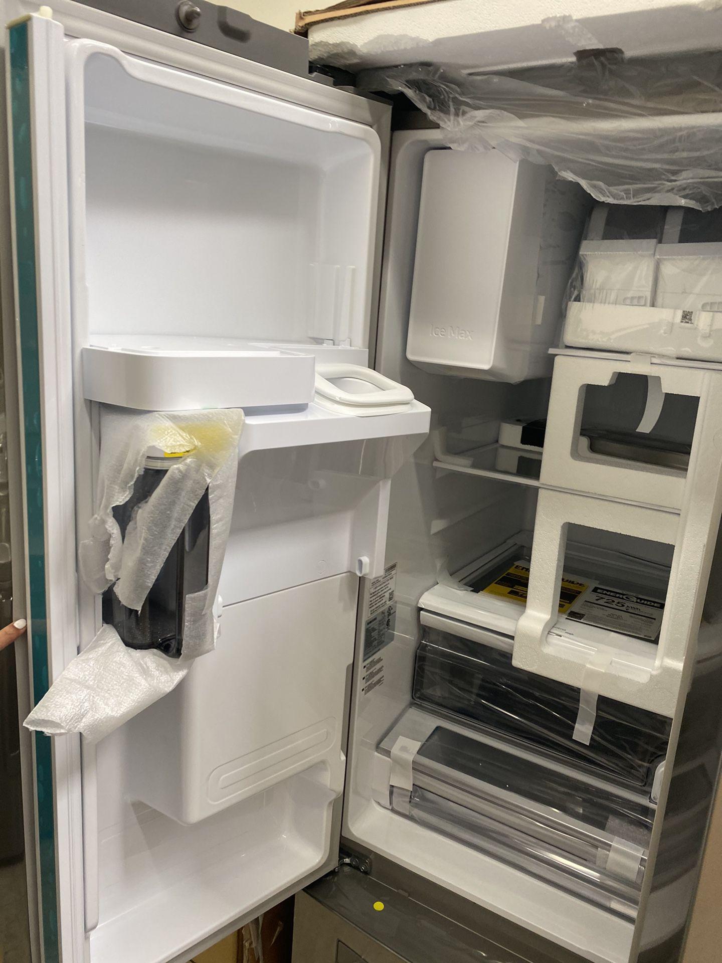 NEW ! 28 CU FT 3 DOOR SAMSUNG REFRIGERATOR IN STAINLESS STEEL WITH ICE/WATER DISPENSER