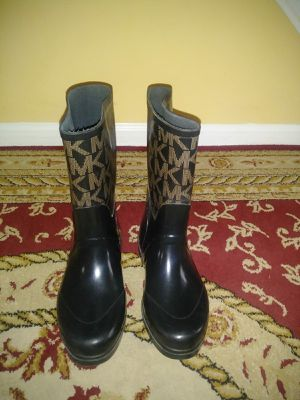 Michael kors boots size 8 for Sale in Temple Hills, MD