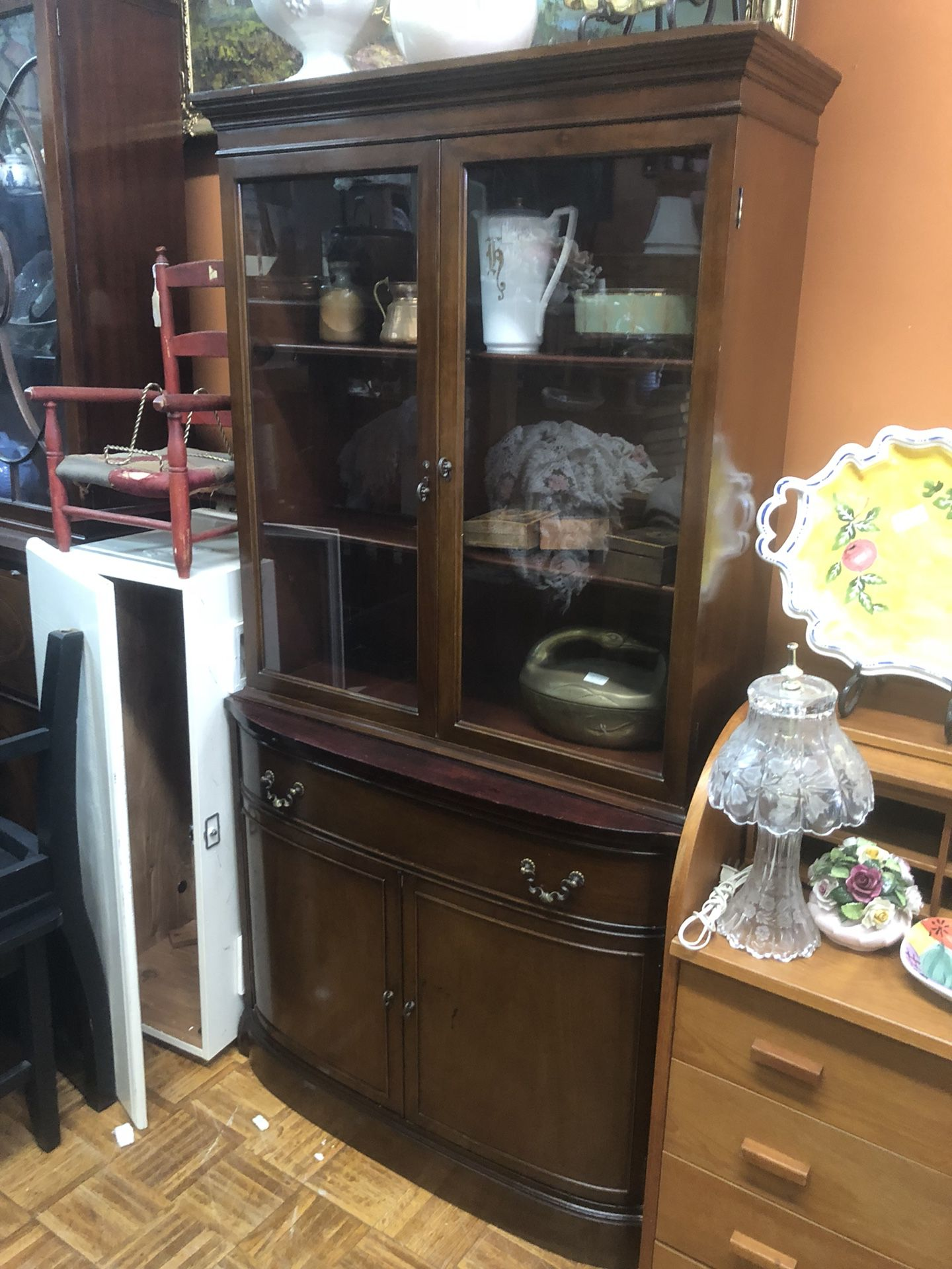 Vintage antique china cabinet pick up la Mesa